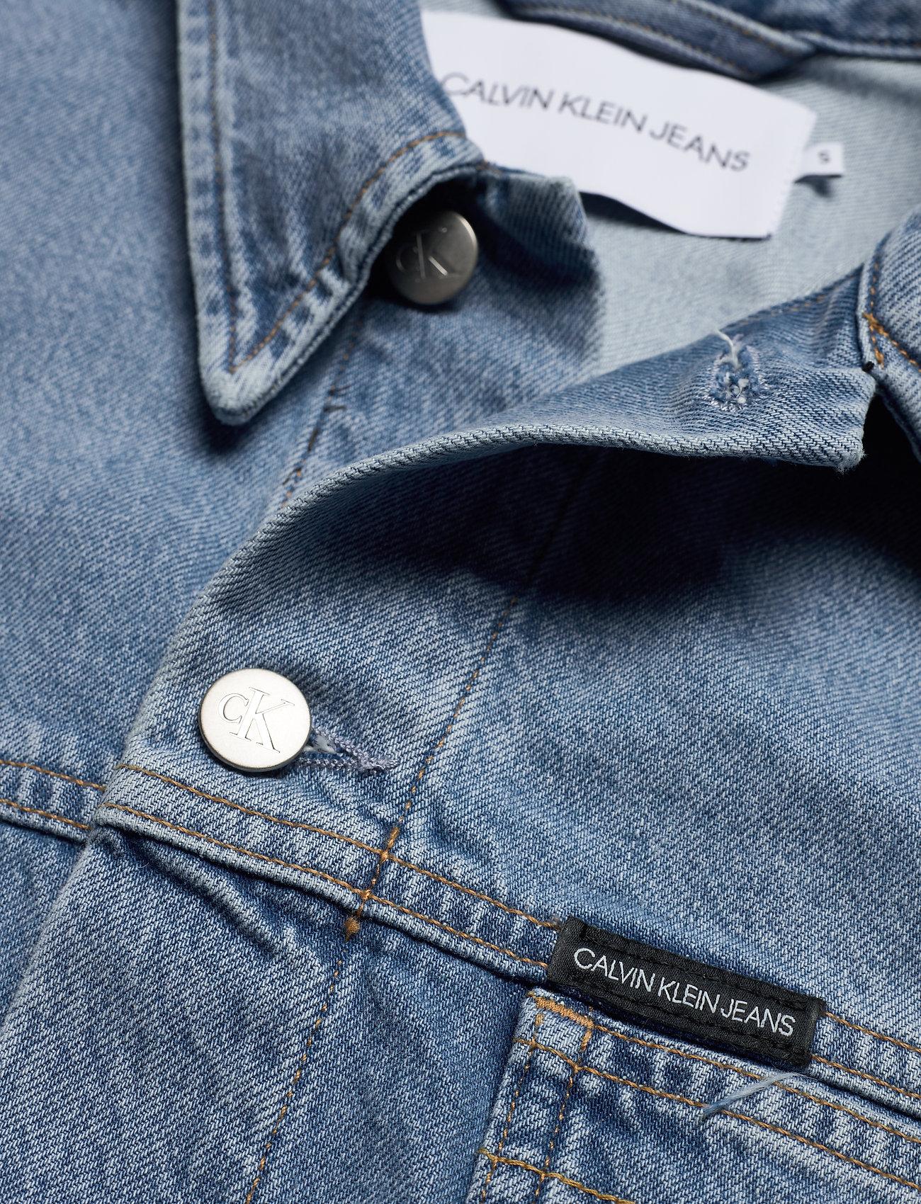 Calvin Klein Jeans CROPPED OVERSIZED TRUCKER - Kurtki i Płaszcze DA087 ICN LIGHT BLUE - Kobiety Odzież.