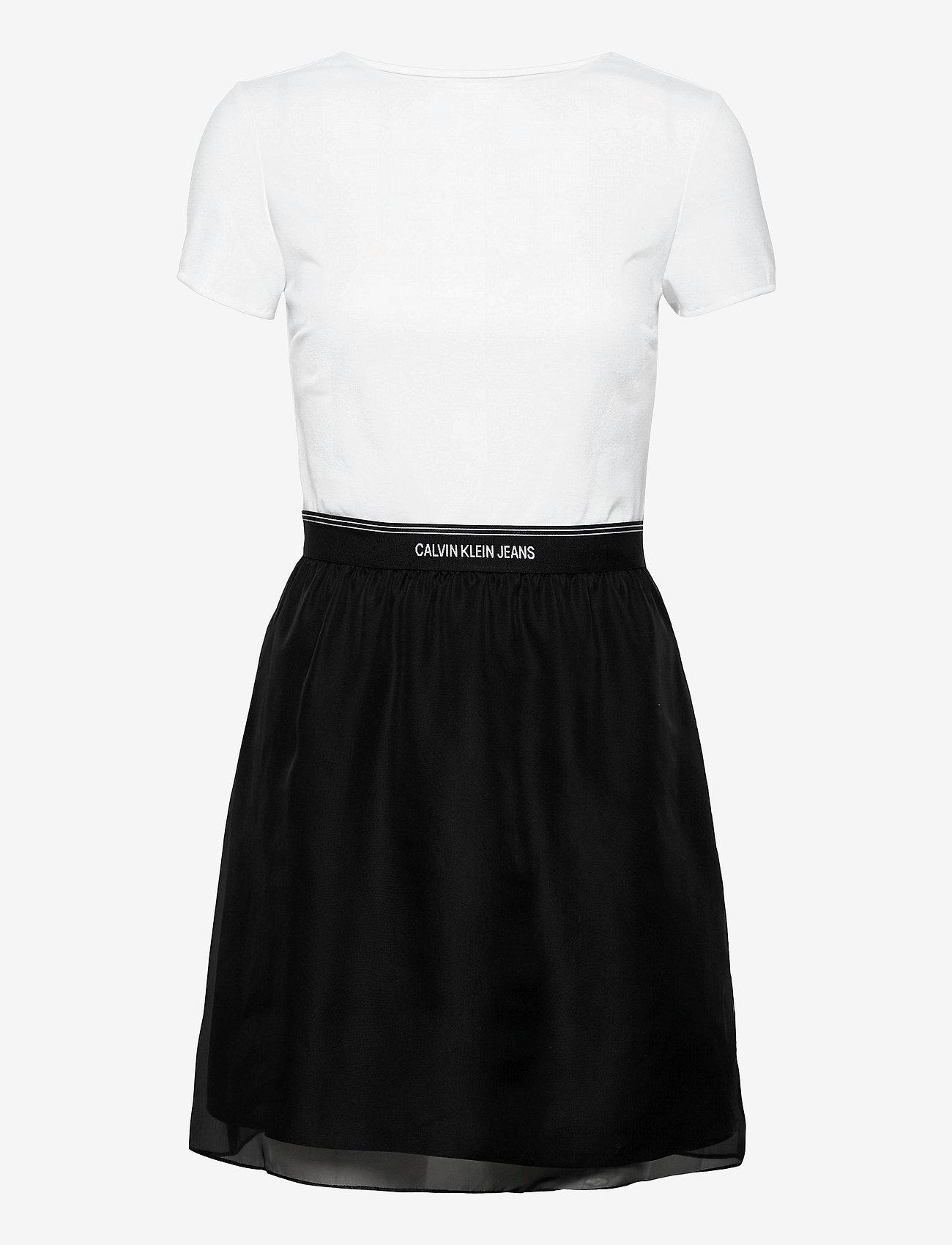 Calvin Klein Jeans - LOGO WAISTBAND DRESS - hverdagskjoler - bright white - 0