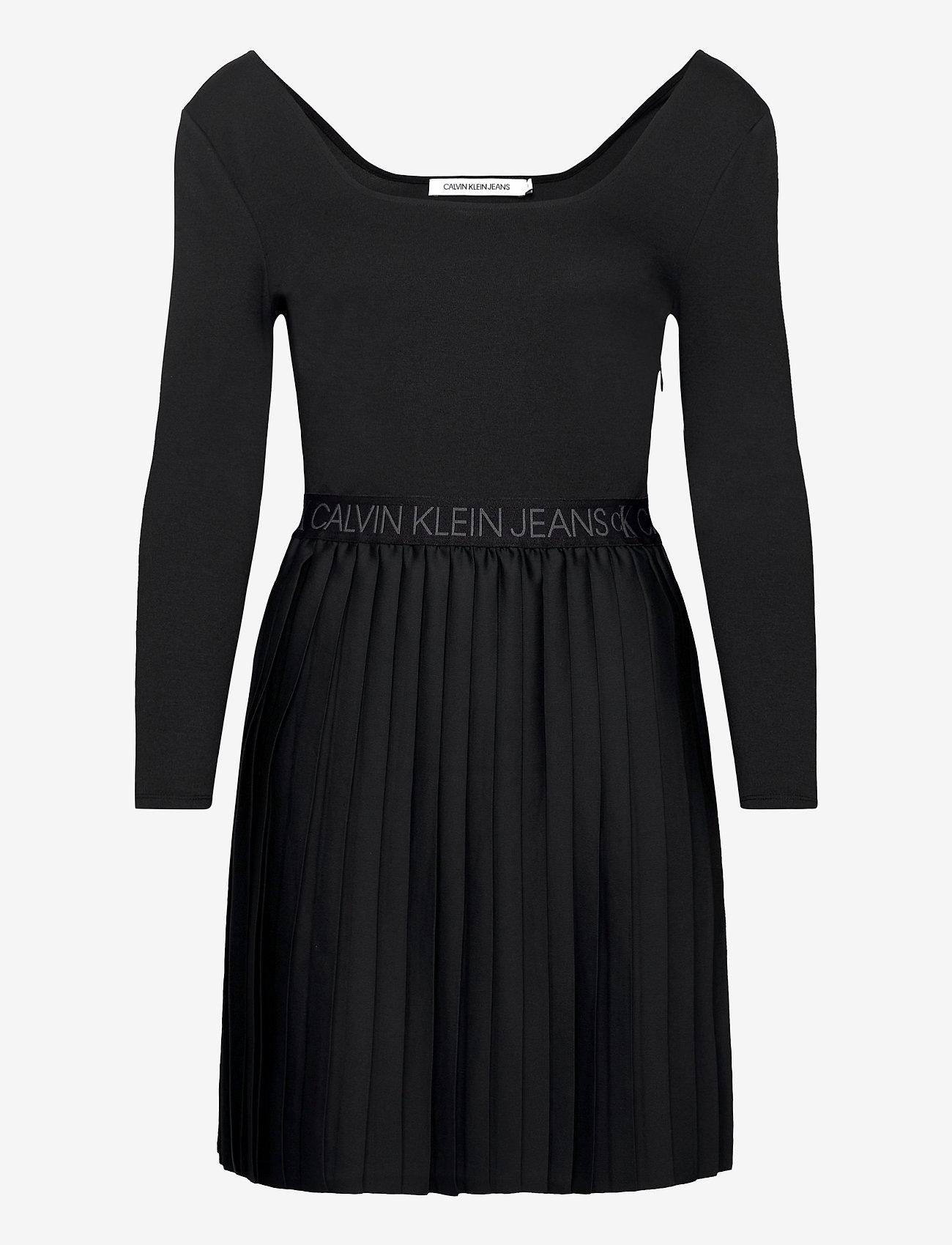 Calvin Klein Jeans - LOGO WAISTBAND PLEATED DRESS - hverdagskjoler - ck black - 0