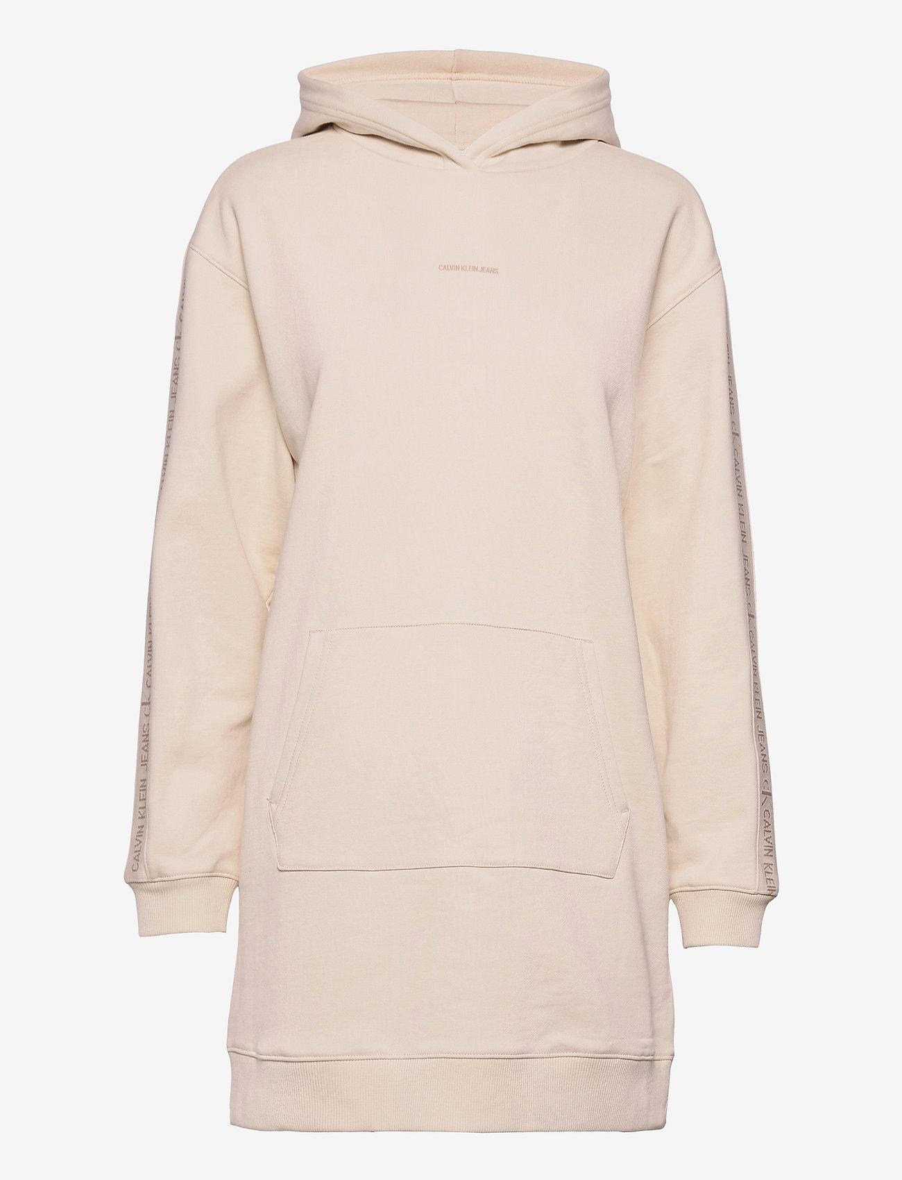 Calvin Klein Jeans - LOGO TRIM HOODIE DRESS - hverdagskjoler - white sand - 0