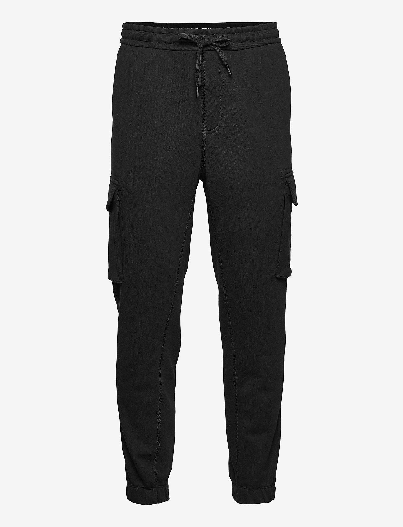 Calvin Klein Jeans - CARGO BADGE FLEECE PANT - cargobroek - ck black - 0