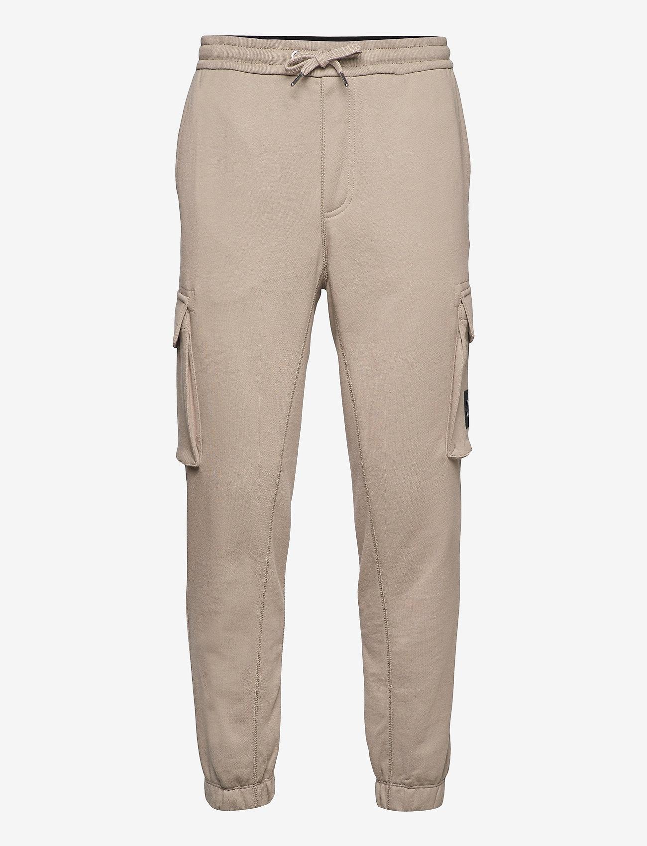 Calvin Klein Jeans - CARGO BADGE FLEECE PANT - pantalon cargo - elephant skin - 0
