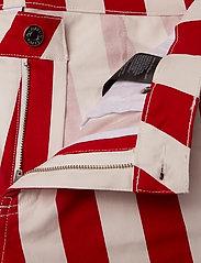 Calvin Klein Jeans - MID RISE SKINNY STRIPE PANT - broeken med skinny fit - racing red/bright white - 3