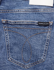 Calvin Klein Jeans - MID RISE WEEKEND SHO - denim shorts - iconic mid stone raw embroider - 3