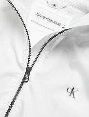 Calvin Klein Jeans - LARGE CK LOGO HOODED - kevyet takit - bright white - 3