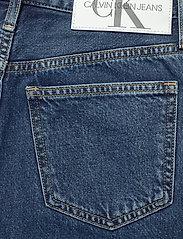 Calvin Klein Jeans - CKJ 030 HIGH RISE STRAIGHT ANKLE - mammajeans - ab076 icn light blue - 4