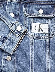 Calvin Klein Jeans - 90S CROP TRUCKER - jeansjakker - ab076 icn mid blue - 3