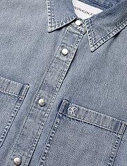 Calvin Klein Jeans - RELAXED SHIRT DRESS BELT - skjortekjoler - ab078 icn light blue belt - 3