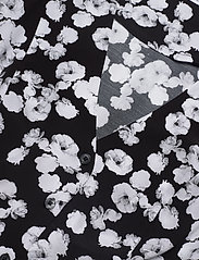 Calvin Klein Jeans - FLORAL  SS DRESS - korte kjoler - black with white peony floral - 2
