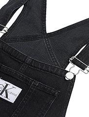 Calvin Klein Jeans - OVERALL DRESS - denimkjoler - ab117 washed black - 2