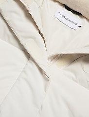Calvin Klein Jeans - CK ECO PUFFER JACKET - fôrede jakker - soft cream - 4