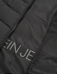 Calvin Klein Jeans - SHORT DOWN FITTED PUFFER - down- & padded jackets - ck black - 4