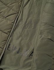 Calvin Klein Jeans - SHORT DOWN FITTED PUFFER - fôrede jakker - deep depths - 6