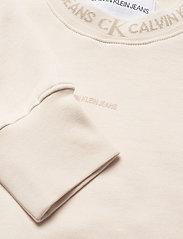 Calvin Klein Jeans - LOGO TRIM CREW NECK SWEATSHIRT - gensere og hettegensere - white sand - 2