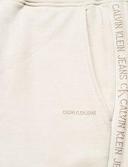 Calvin Klein Jeans - LOGO TRIM JOGGING PANT - klær - white sand - 4