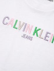 Calvin Klein Jeans - MULTICOLORED LOGO TEE - t-shirts - bright white - 2