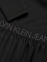 Calvin Klein Jeans - LOGO WAISTBAND PLEATED DRESS - hverdagskjoler - ck black - 2