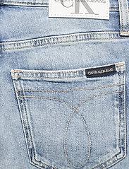 Calvin Klein Jeans - MOM JEAN - mammajeans - denim medium - 4