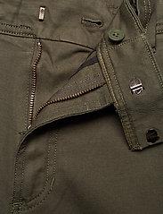 Calvin Klein Jeans - 056 GINOK UTILITY PANT - bojówki - grape leaf - 5