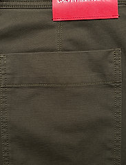 Calvin Klein Jeans - 056 GINOK UTILITY PANT - bojówki - grape leaf - 6
