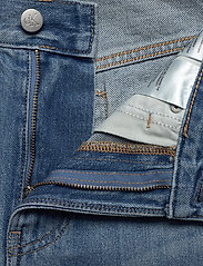 Calvin Klein Jeans - REGULAR SHORT - farkkushortsit - da037 light blue - 3
