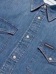 Calvin Klein Jeans - MODERN WESTERN SHIRT - podstawowe koszulki - da042 mid blue - 2