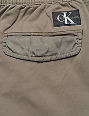 Calvin Klein Jeans - SIMPLE WASHED CARGO SHORT - cargo shorts - new basil - 4