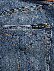 Calvin Klein Jeans - REGULAR SHORT - denim shorts - da151 bright blue dstr - 4