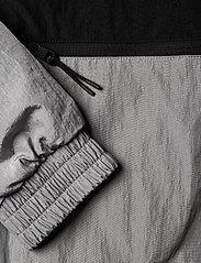 Calvin Klein Jeans - SILVER BLOCKING JACKET - kurtki-wiosenne - silver metallic - 6