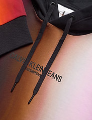 Calvin Klein Jeans - BLUR AOP RELAX - hupparit - rainbow blur aop - 2