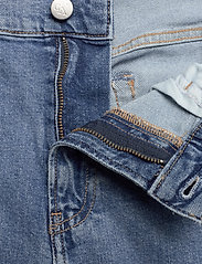 Calvin Klein Jeans - SLIM SHORT - farkkushortsit - light blue - 3