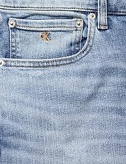 Calvin Klein Jeans - REGULAR SHORT - denim shorts - denim light - 2