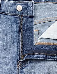 Calvin Klein Jeans - REGULAR SHORT - denim shorts - denim light - 3