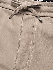 Calvin Klein Jeans - CARGO BADGE FLEECE PANT - pantalon cargo - elephant skin - 4