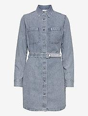 Calvin Klein Jeans - RELAXED SHIRT DRESS BELT - skjortekjoler - ab078 icn light blue belt - 0