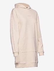 Calvin Klein Jeans - LOGO TRIM HOODIE DRESS - hverdagskjoler - white sand - 3