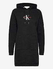 Calvin Klein Jeans - MONOGRAM HOODIE DRESS - hverdagskjoler - ck black - 0