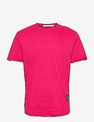 Calvin Klein Jeans - BADGE TURN UP SLEEVE - basic t-shirts - cerise - 0