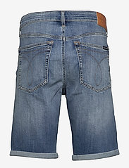 Calvin Klein Jeans - REGULAR SHORT - denim shorts - da151 bright blue dstr - 1