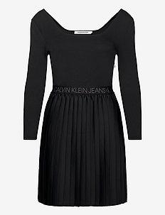 LOGO WAISTBAND PLEATED DRESS - korte kjoler - ck black