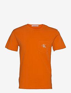 MONOGRAM POCKET TEE - t-shirts à manches courtes - rusty orange
