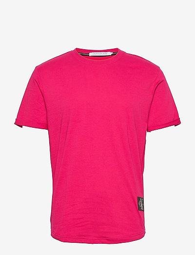 BADGE TURN UP SLEEVE - t-shirts basiques - cerise