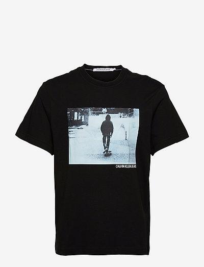 URBAN SKATER BOX S/S TEE - korte mouwen - ck black