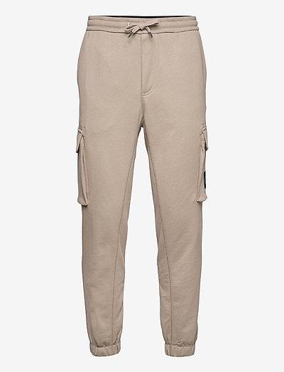 CARGO BADGE FLEECE PANT - pantalon cargo - elephant skin