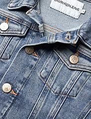 Calvin Klein - GIRLS TRUCKER - MNGR POWD CMF - jeansjacken - monogram powdery comfort - 2