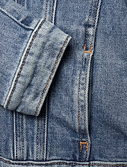 Calvin Klein - GIRLS TRUCKER - MNGR POWD CMF - jeansjacken - monogram powdery comfort - 3