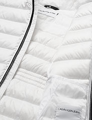Calvin Klein - FITTED LIGHT DOWN JACKET - puffer & padded - bright white - 4