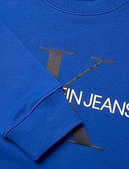Calvin Klein - MONOGRAM LOGO SWEATSHIRT - sweatshirts - ultra blue - 2