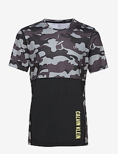 PERFECT WORKOUT SS T - t-shirts - ck black camo
