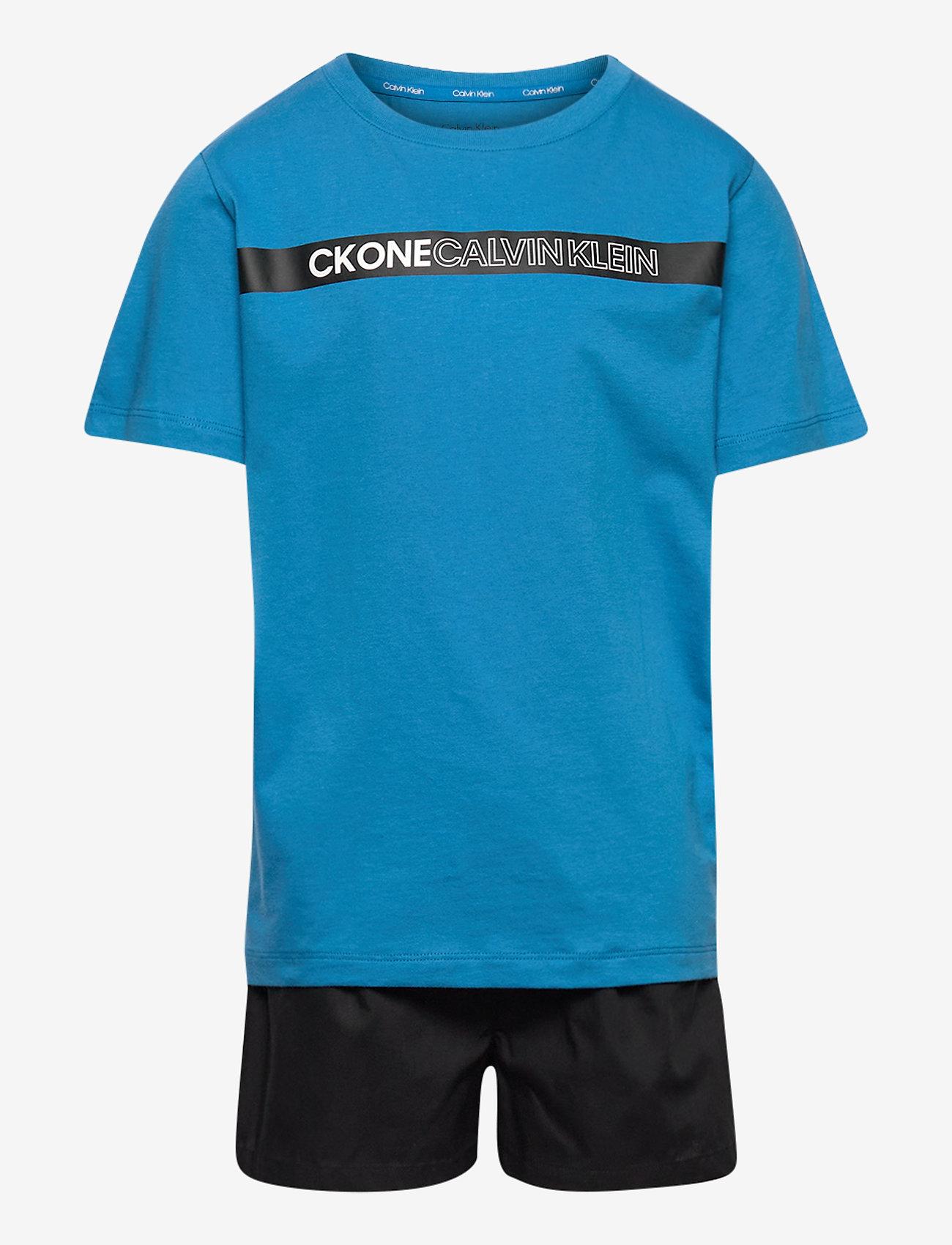 Calvin Klein - WOVEN PJ SET (SS+SHORT) - 2-delte sæt - bluepetal/w/pvhblack - 0